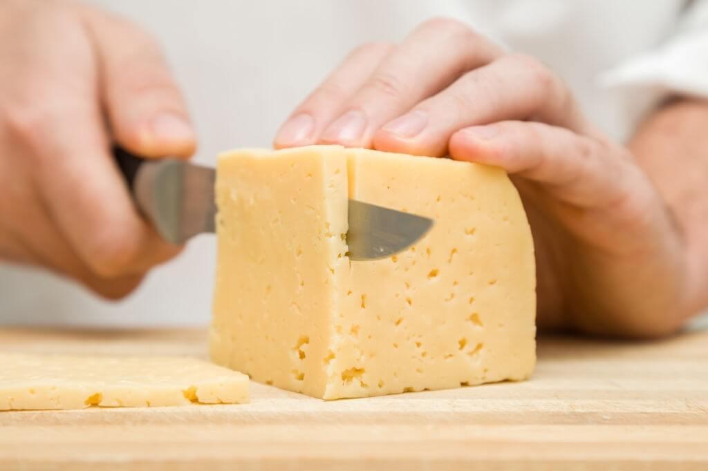 conservare il formaggio in frigo