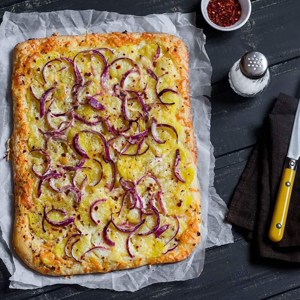 Pizza con caciocavallo e patate